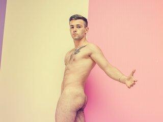 MuscleNikolasBoy shows nude pics